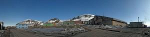 180 graders Panorama av Barentsburg - sammensatt av 8 bilder