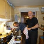 Latterkrampe (en ganske vanlig fritidssyssel her i gården!) på kjøkkenet ..